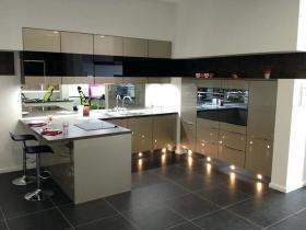 high gloss kitchen (16).jpg